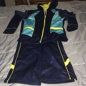 Avis jogging suit